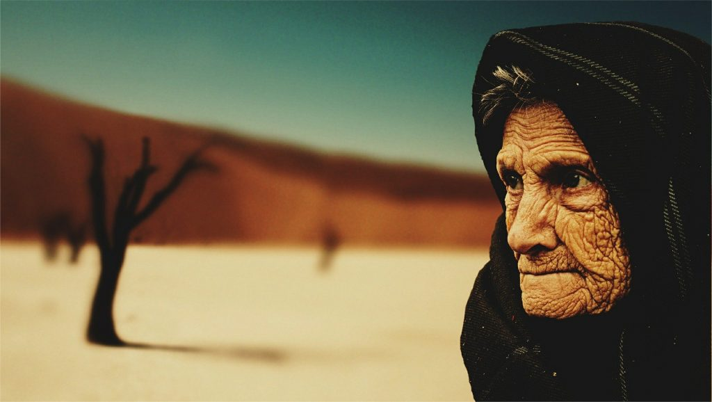old woman 574278 1920